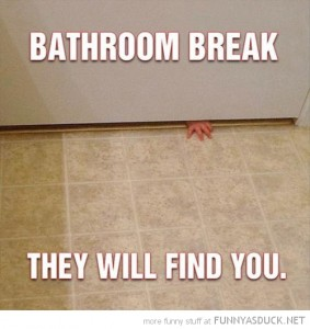 funny-bathroom-break-kid-baby-hand-door-find-you-pics