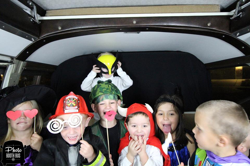 A Photo Booth Bus  (13)