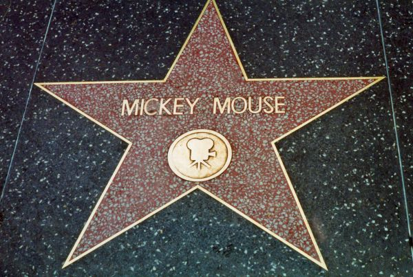 mickey-mouse-star-on-hollywood-blvd-1360758417_b